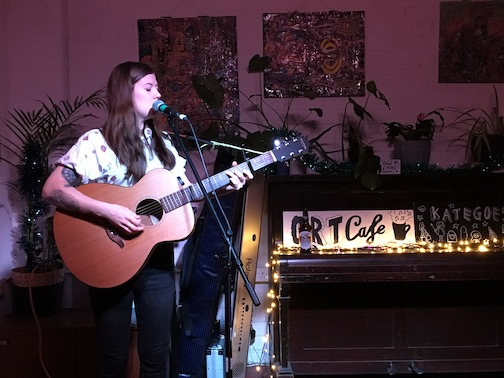 hannah_brown_ort_cafe_live_lores